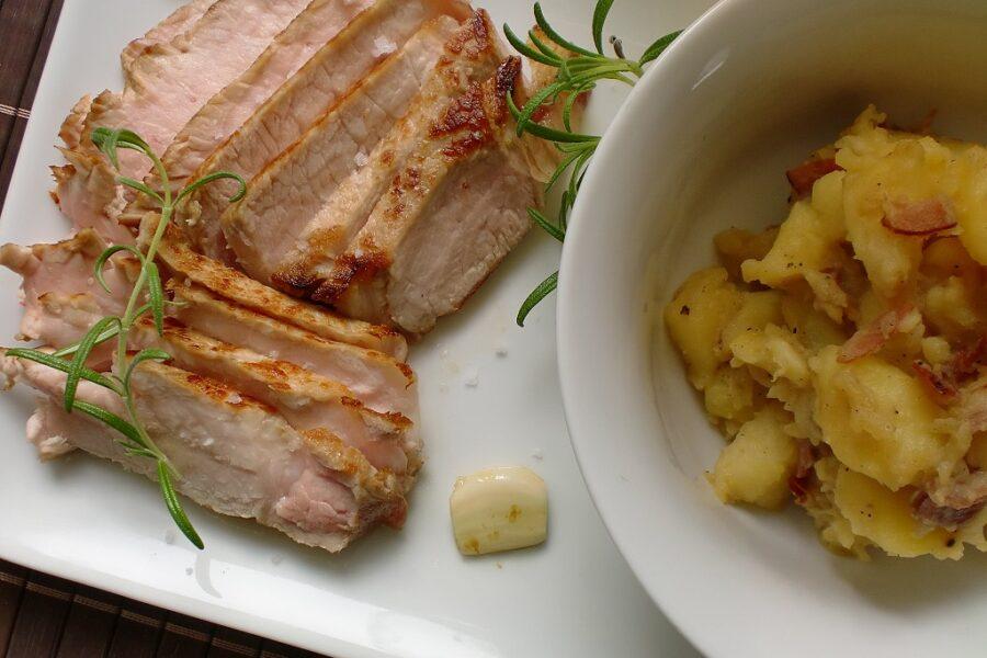 Schweinekotelett mit einem Kartoffel-Apfel-Stampf nach einem rezept von Cornelia Poletto