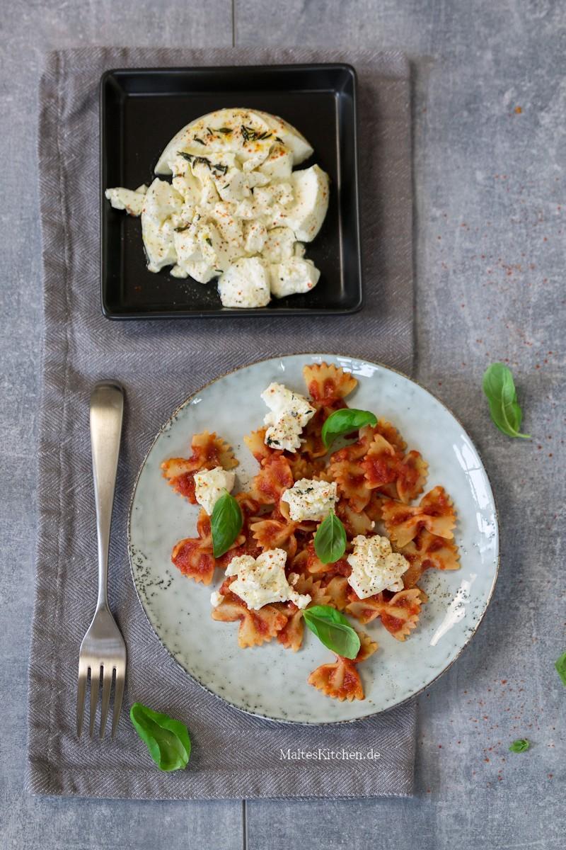 Pasta mit Tomatensauce und Ricotta Käse