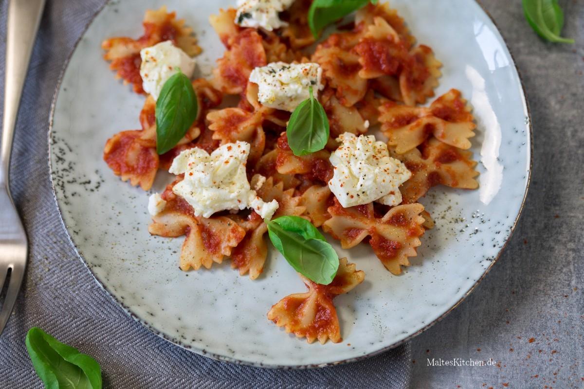 Rezept für Pasta mit süßer Tomatensauce und Ricotta aus dem Ofen
