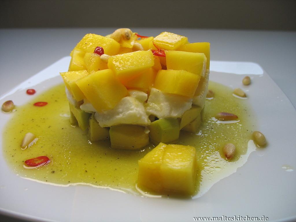 Erfrischend war er auf jeden Fall, der Avocado-Mozzarella Salat mit Mango.