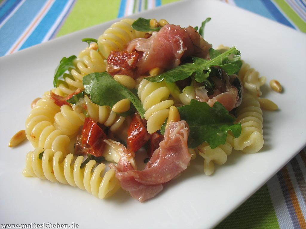 Ein italienischer Nudelsalat mit tollen Zutaten!