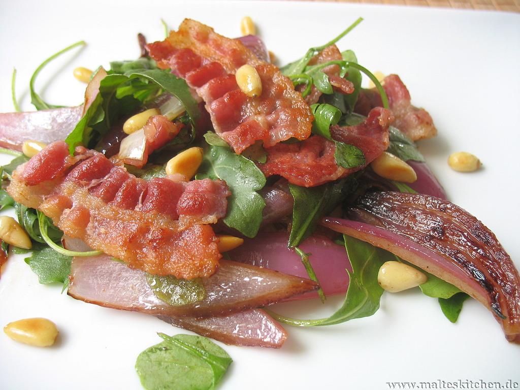 Süß-Sauer, nussig und mit Crunch - warmer Rucola Salat