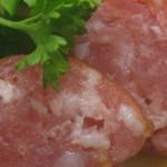 Saures Kartoffelgemüse mit gekochter Mettwurst und Gurkensalat