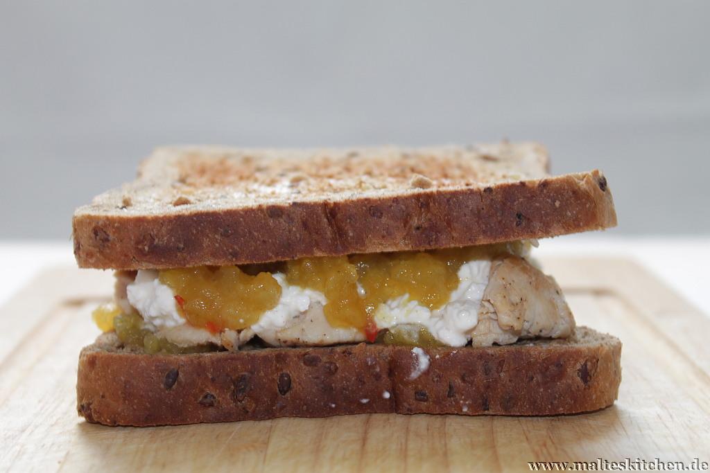 Geschmacklich ein echter Knaller, das Sandwich mit Hähnchenbrust, Hüttenkäse und Apfel-Chutney