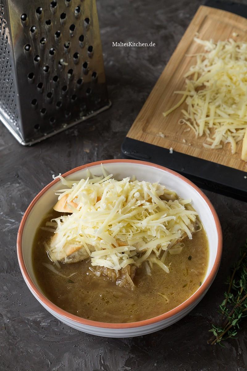 Zwiebelsuppe mit Käse