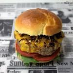 Cheeseburger mit selbstgemachten Bun