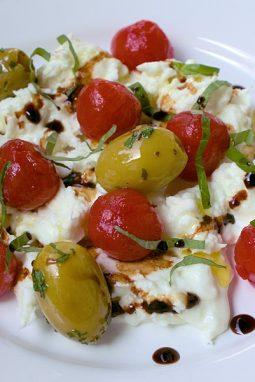 Leckere süße Kirschtomaten die super zu Mozzarella passen