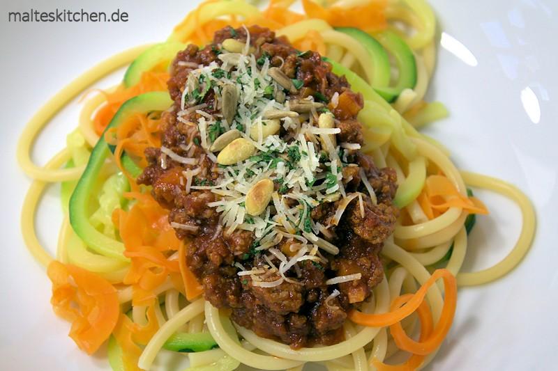 Schnelle Bolognese mit Gemüsenudeln