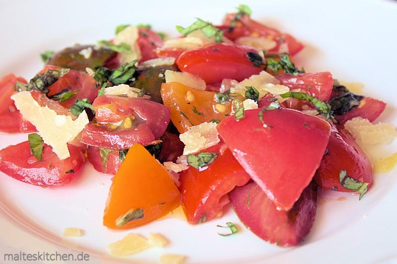 Ein schneller italienischer Tomatensalat