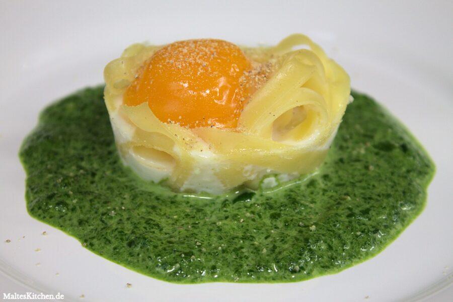 Rezept für Rahmspinat mit Ei im Nudelnest nach Johann Lafer