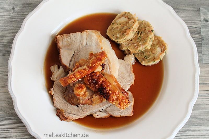 Bayrischer Schweinekrustenbraten mit Kruste inMalzbiersauce