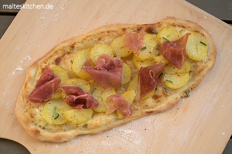 Flammkuchen mit Kartoffeln und San Daniele Schinken
