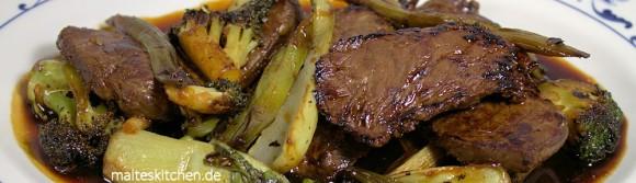 Asiatisch mariniertes Hüftsteak mit Wokgemüse