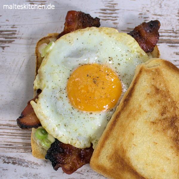 Toast mit Ei und Speck - perfekt zum Frühstück