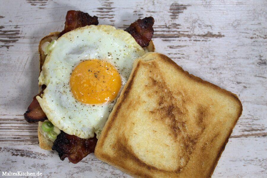 Superlecker zum Frühstück - Toast mit Ahornsirup Speck und Spiegelei