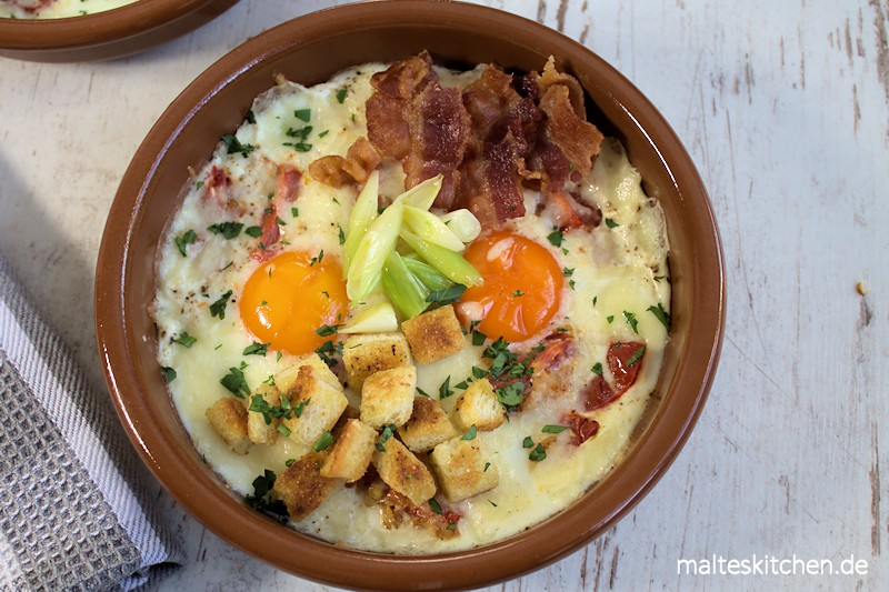Gebackene Eier, Speck, Tomaten, Croutons - einfach lecker