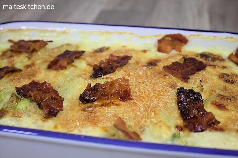 Der Lauch-Käse-Auflauf wird mit Parmesan-Brösel überbacken