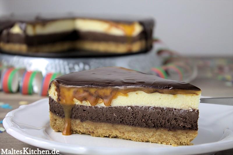 Cheesecake mit doppelter Frischkäsefüllung, Karamellguss und Schokoguss
