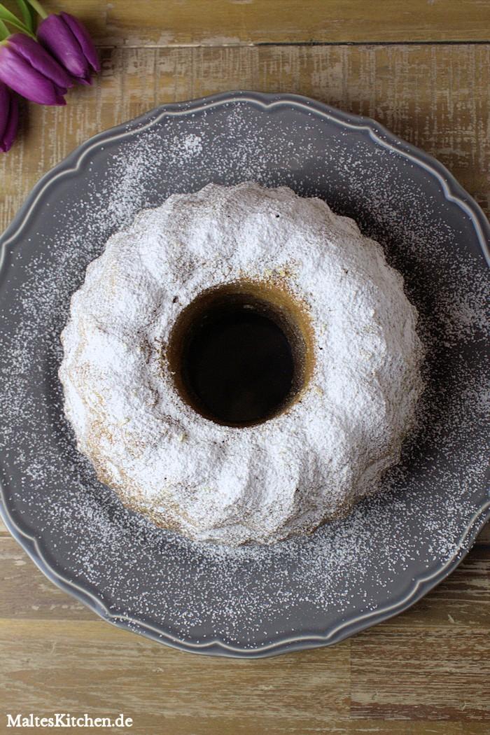 Marmorkuchen mit viel Puderzucker