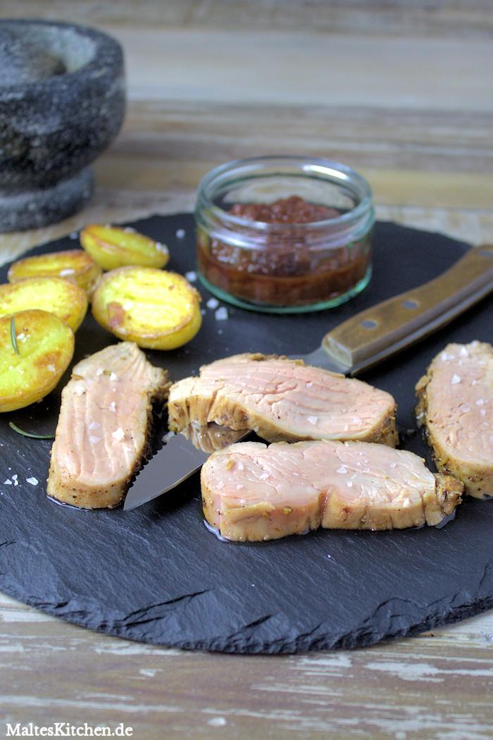 Schweinelende im Gewürzmantel mit Kirsch-Ketchup