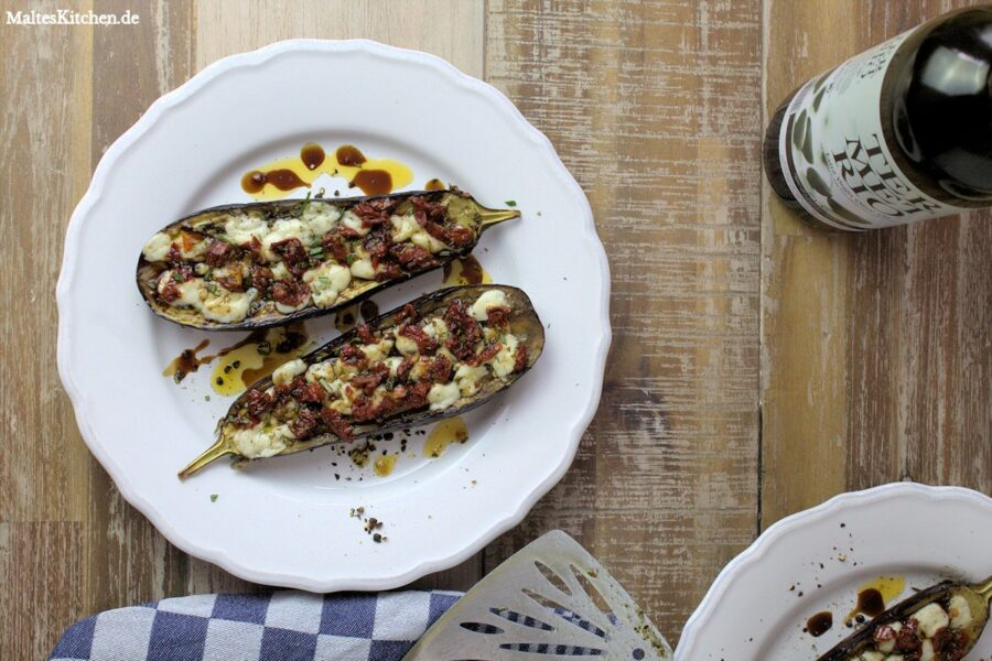 Rezept für gegrillte Auberginen mit Ziegenkäse und Tomaten-Öl
