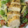Rezept für Penne mit Mandel-Pesto, grünen Bohnen, Kirschtomaten und Rosmarin-Hühnchen
