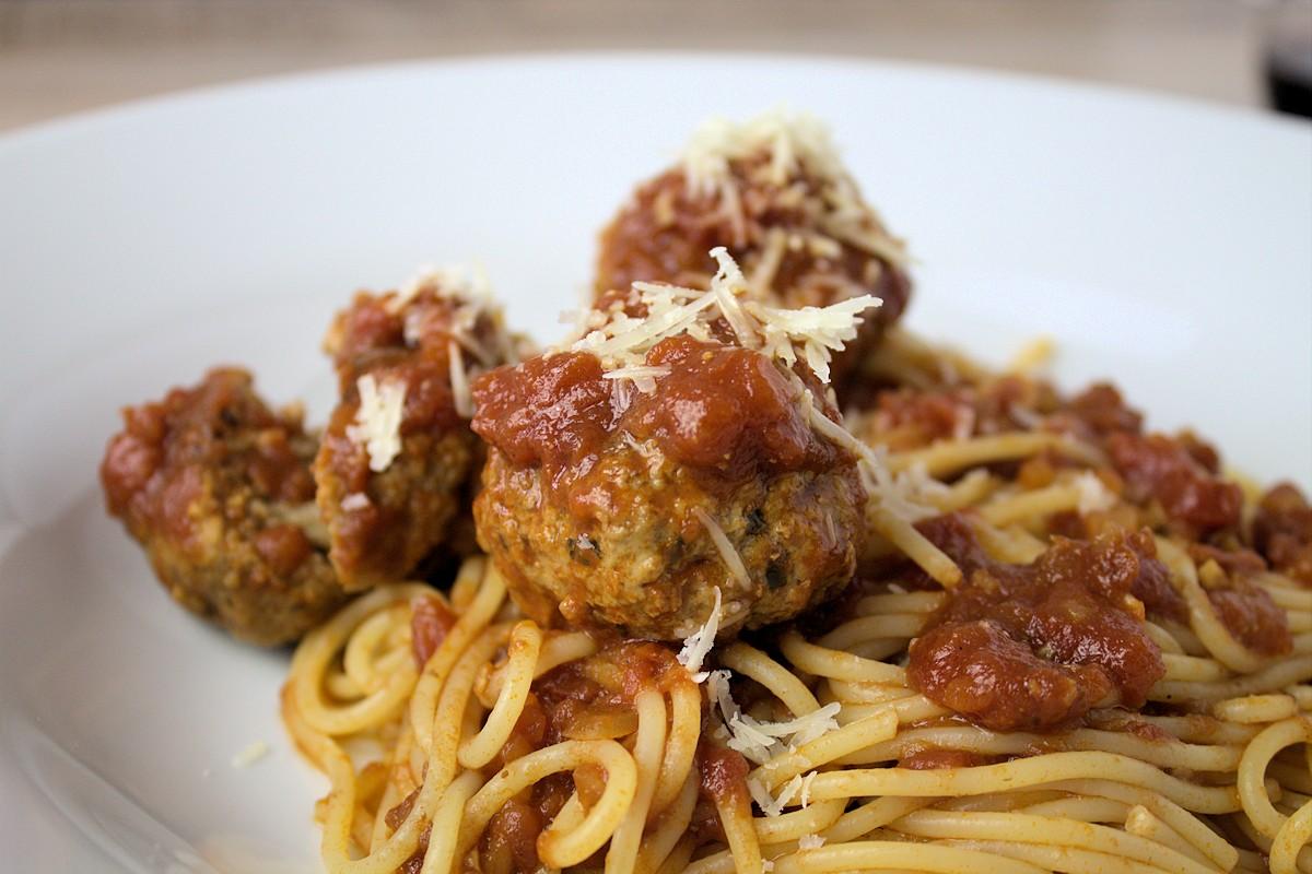 Rezept für Spaghetti mit Fleischbällchen in Tomatensauce