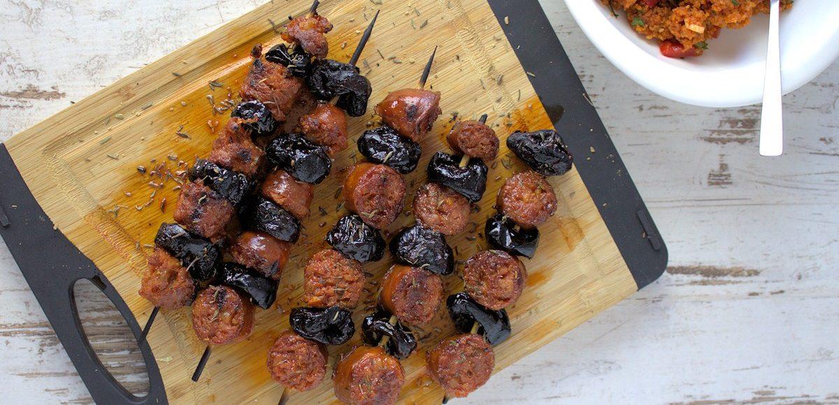 Rezept für würzige Spieße mit Chorizo und Backpflaumen