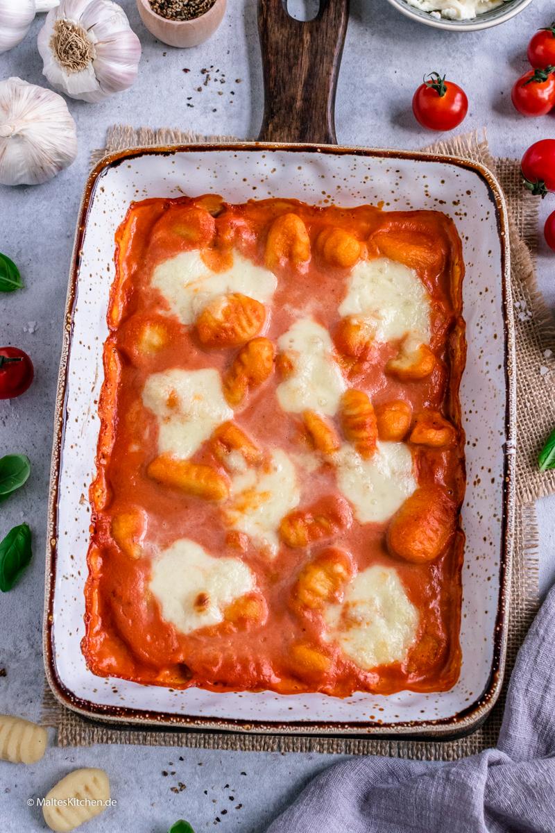 Die Gnocchi werden im Ofen überbacken