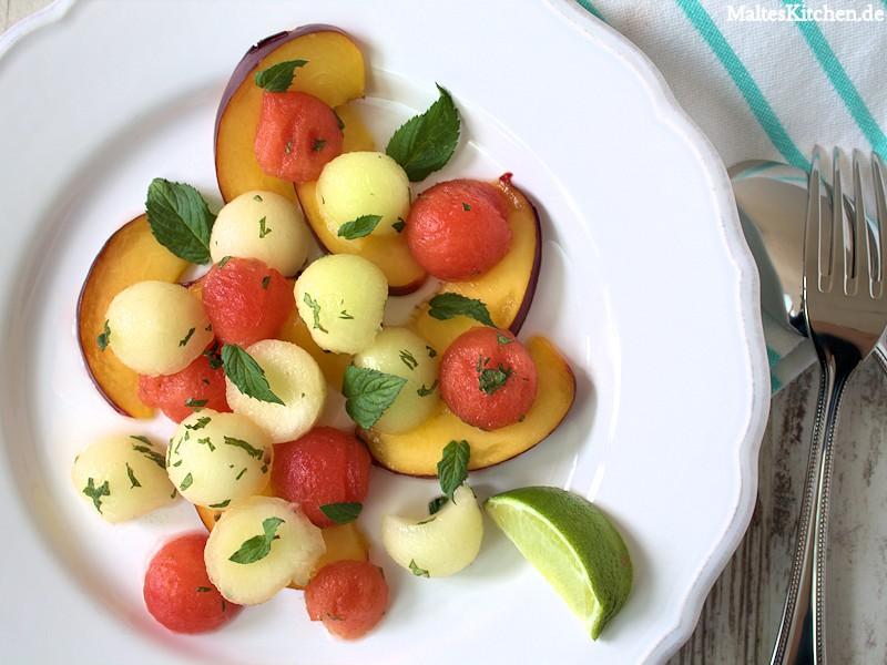 Ein erfrischender Nektarinen-Melonen-Salat