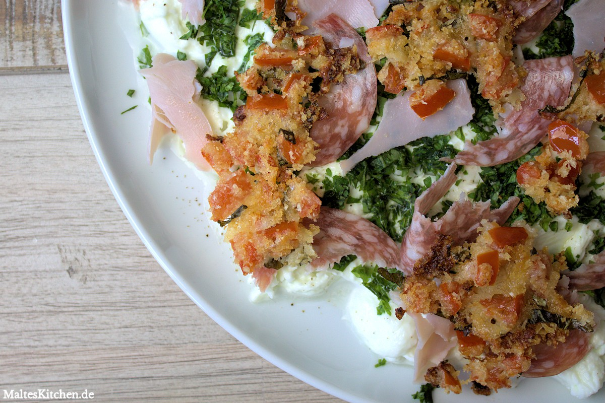 Rezept Mozzarella-Salat mit Tomatenbrösel nach Nigel Slater