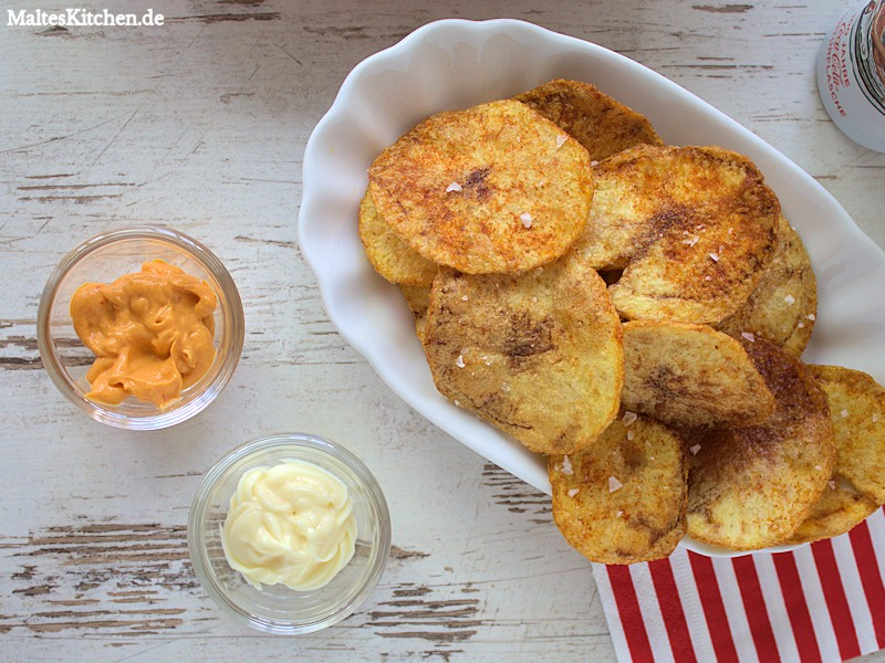 Selbstgemachte Kartoffelchips mit Chilli Mayo von Thomy