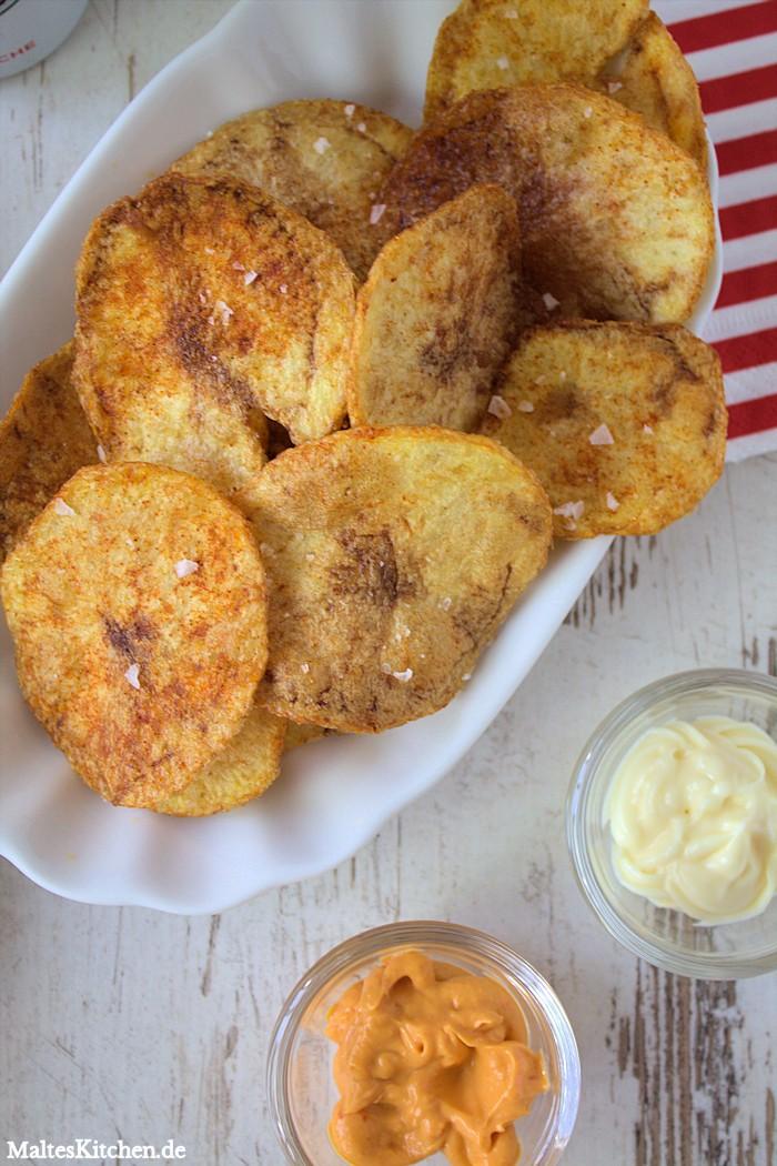 Selbstgemachte Kartoffelchips mit Chilli Mayo