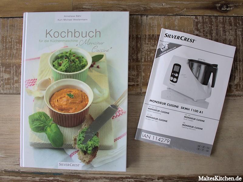 Mitgeliefert werden ein Kochbuch und die Bedienungsanleitung