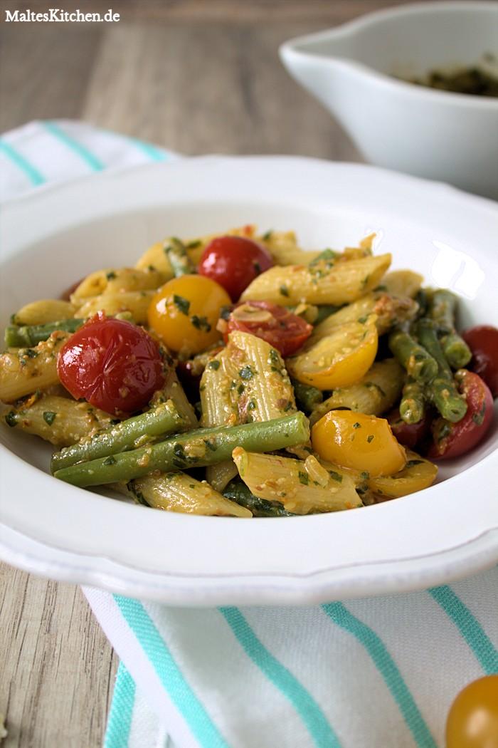 Rucola-Pesto, Bohnen, Kirschtomaten, schnell und lecker.