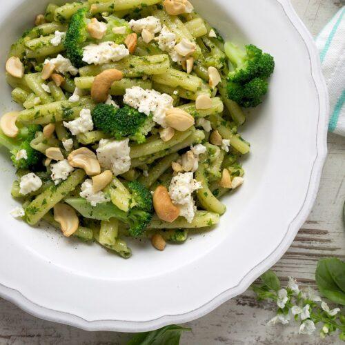 Rezept für Casarecce mit Cashew-Rucola-Pesto und Feta