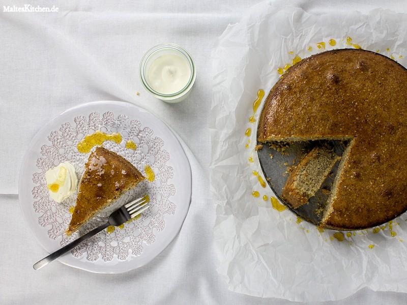 Mandelkuchen mit einem Orangen-Vanille-Sirup