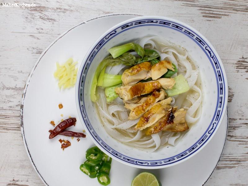 Eine leckere Pho Suppe die easy peasy gemacht ist.