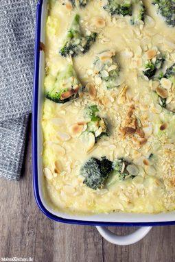 Ein leckerer Auflauf mit Kartoffelbre, Brokkoli und Käsesauce