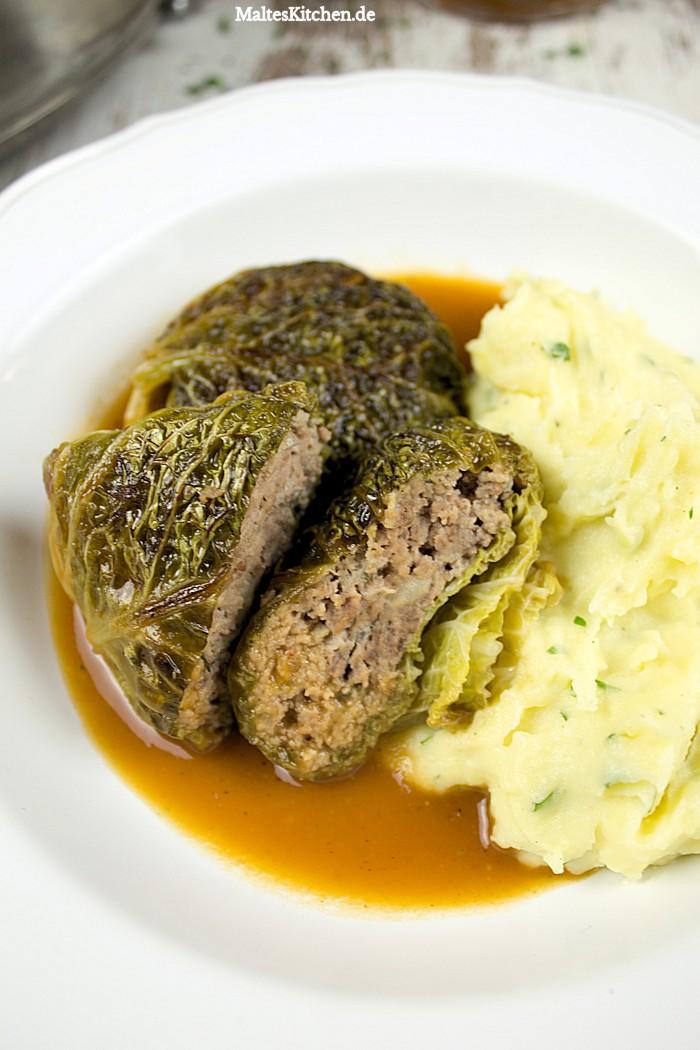 Leckere Wirsingrouladen mit Wildschwein-Hackfleisch, Biersauce und Kartoffelpüree