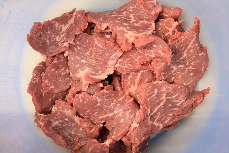 DasRindfleisch wird für 4 Stunden mariniert