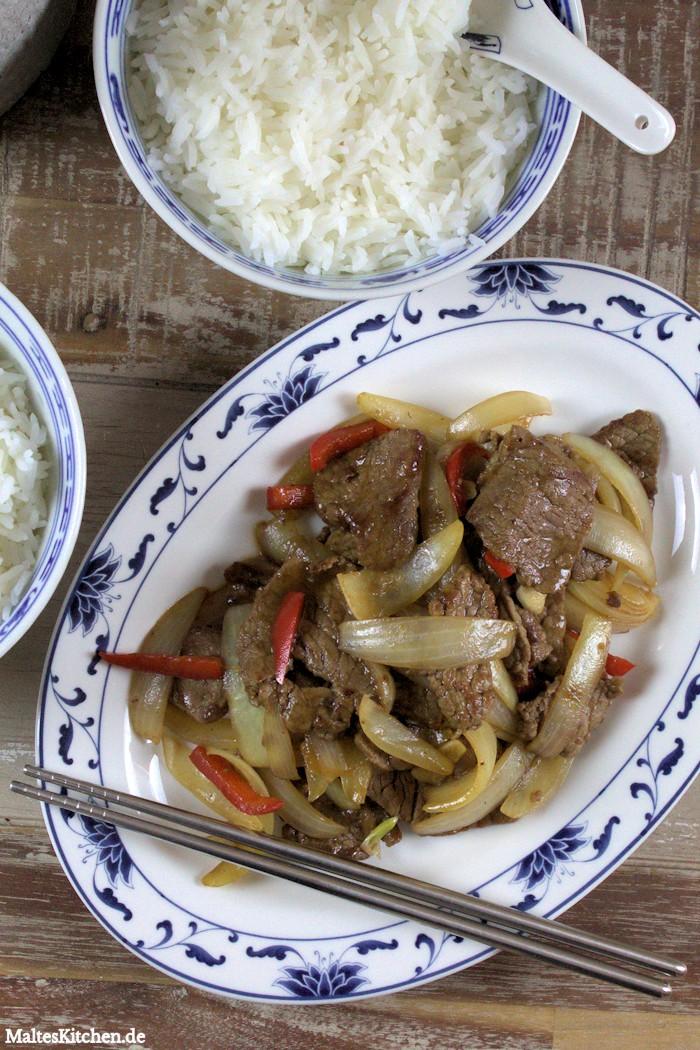 Rindfleisch mit viel Zwiebeln