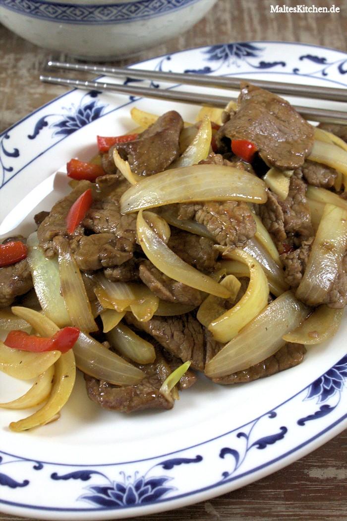 Viel Zwiebeln und zartes Rindfleisch