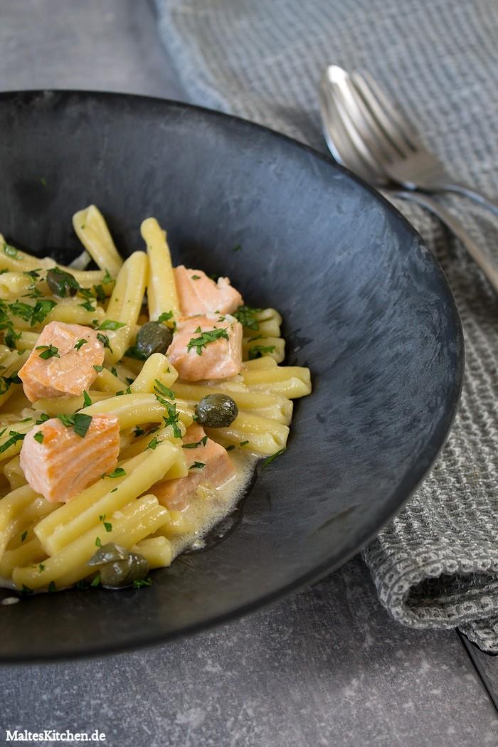 Pasta mit Lachs,Kapern und Sahnesoße