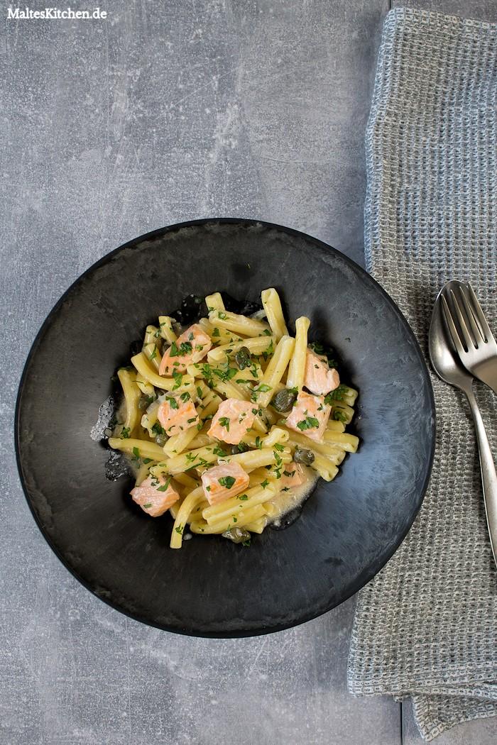 Leckere Pasta mit Lachs und Sahnesauce
