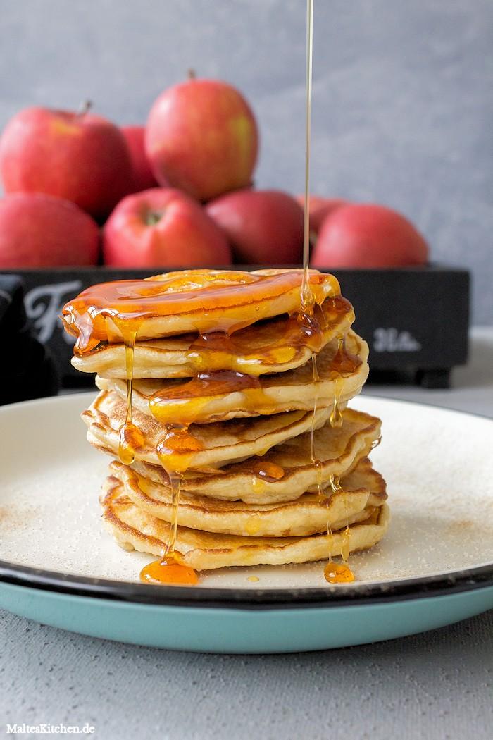 Apfelpfannekuchen mit Ahornsirup