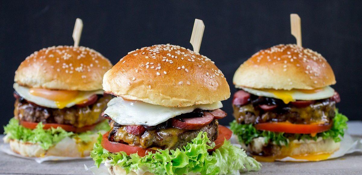 Kabanos-Beef-Burger im Brioche Bun