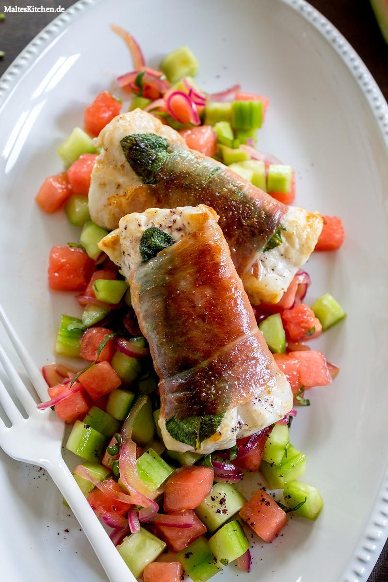 Saftiger Fisch und knackig fruchtiger Salat