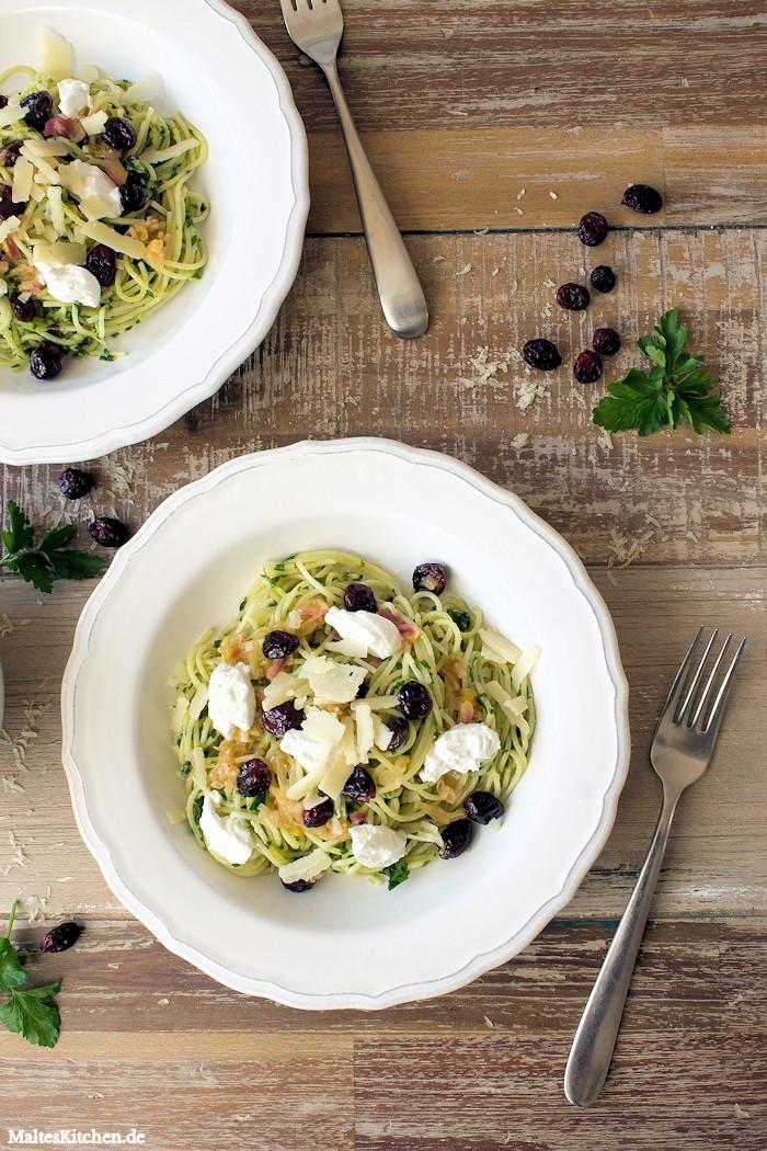 Superleckere Pasta mit Pesto und Cranberrys