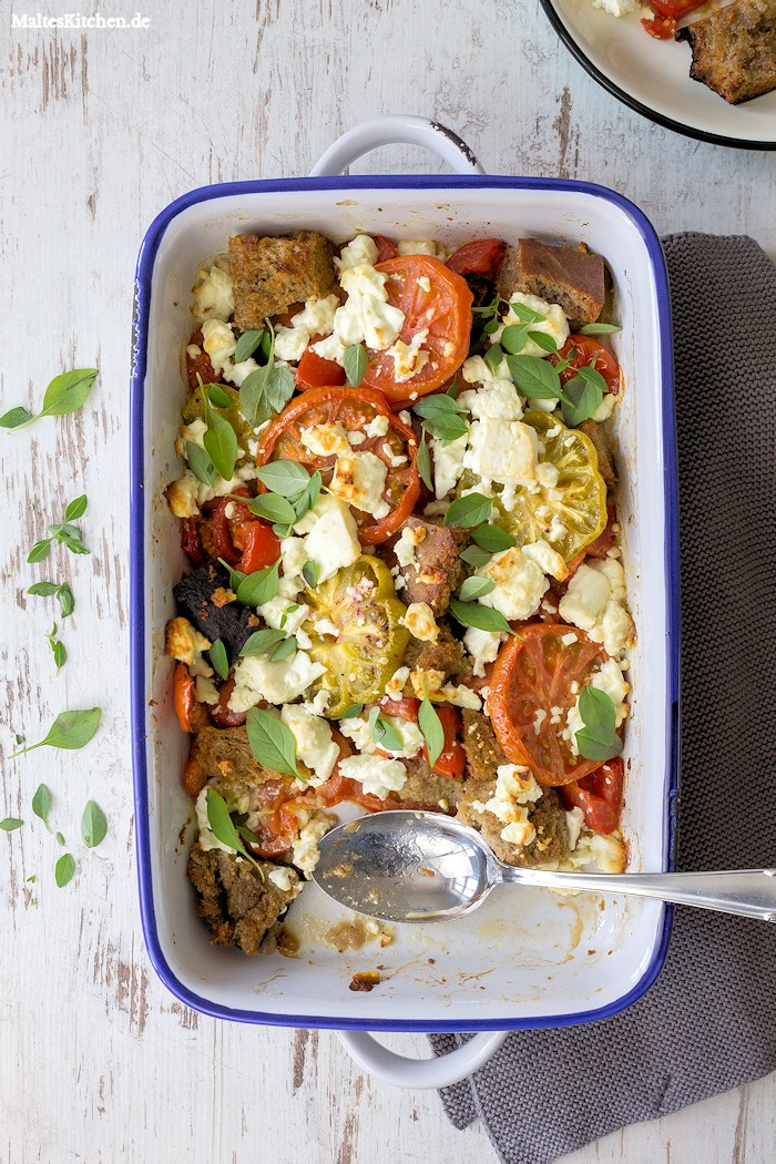 Der Tomatensalat wird im Ofen gebacken